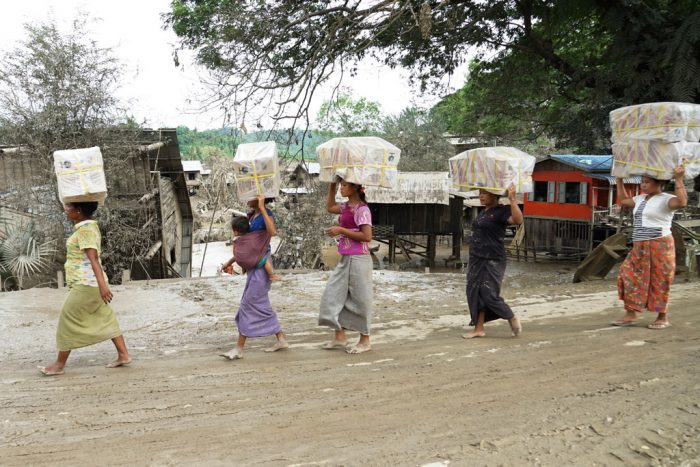 Women during the Myanmar floods. Photo: Myo Thame/UNICEF