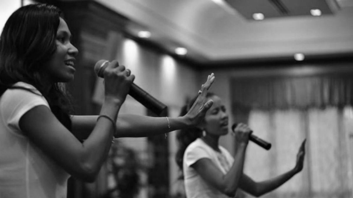 Image of Messenger Band singing