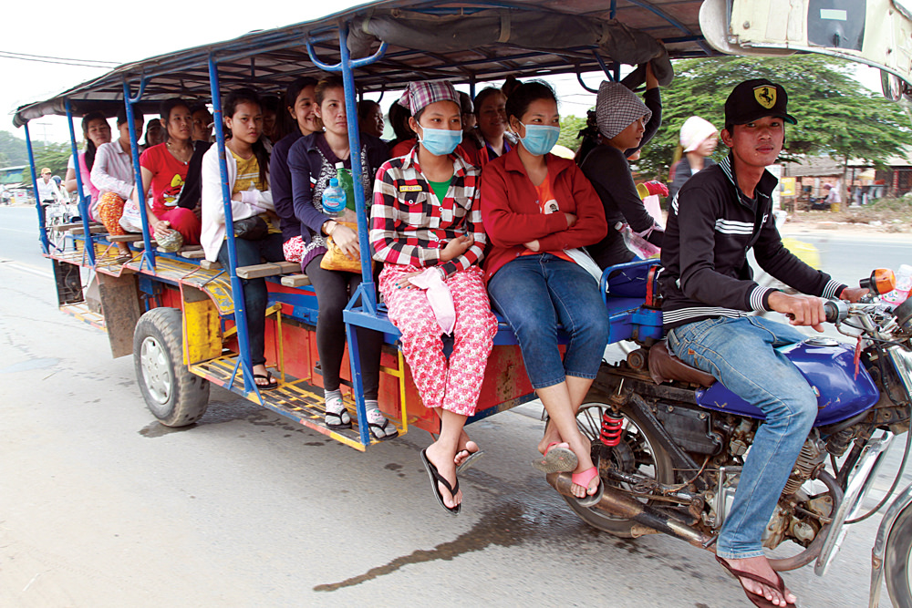Workers living in neighborhoods on the outskirts of Phnom Penh ride buses to get to the garment factories. Photo: Chhor Sokunthea/World Bank